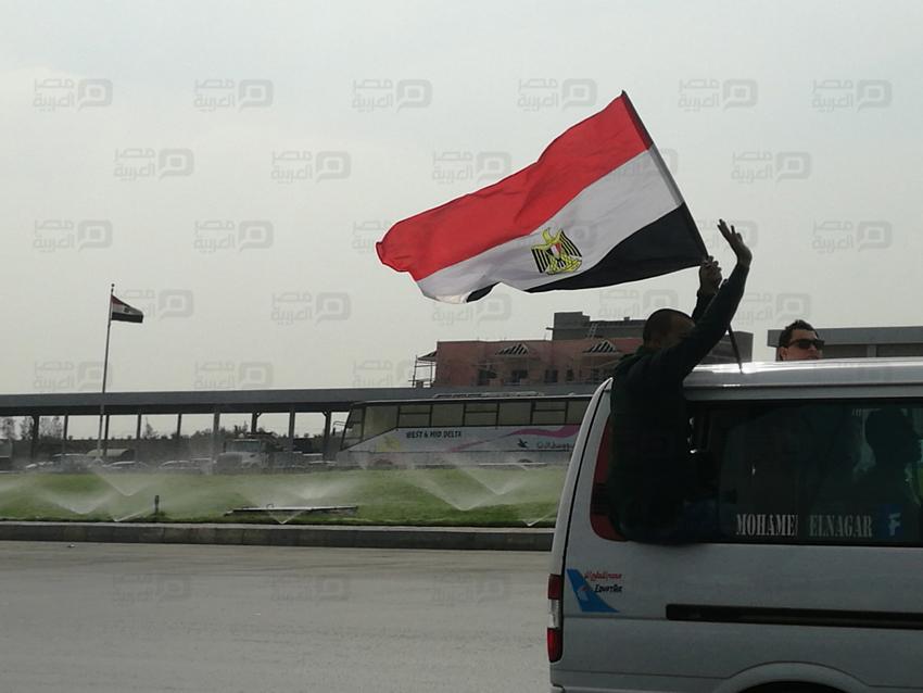 الجماهير تتوجه الى برج العرب باعلام مصر