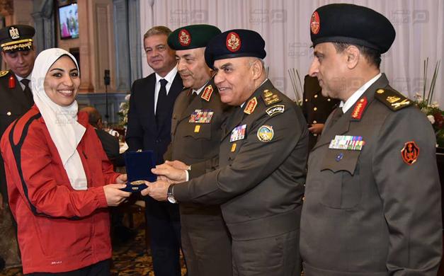 بالصور صدقي صبحي يكرِّم أبطال مصر العسكريين والأولمبيين