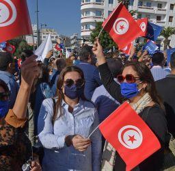 احتجاجات وتدهور اقتصادي..
