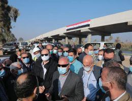 وزير النقل يتابع أعمال تنفيذ محور ديروط على النيل بمحافظة أسيوط