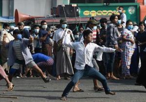 بورما.. «المواطنون الشرفاء» سلاح الانقلاب لإرهاب المتظاهرين