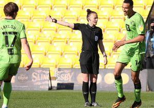 أول امرأة تدير مباراة في الدوري الإنجليزي.. من هي ريبيكا ويلش؟