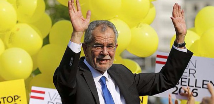 كان لاجئًافأصبح رئيسًا !