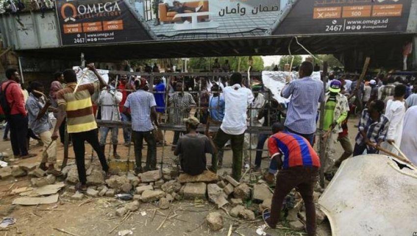 «انتقالي السودان» يعلق الحوار حتى إزالة المتاريس.. والمعارضة «مندهشة»