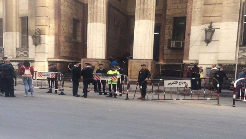 مشادات بين الأمن والصحفيين قبل جلسة النظق بالحكم في قضية  قلاش
