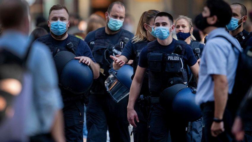 ألمانيا.. فيديو يوثق تعنيف الشرطة لرجل معاق وضعيف البصر