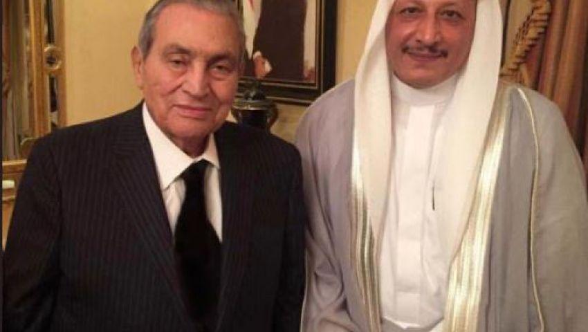 بالصور.. أحدث ظهور لحسني مبارك وأسرته برفقة شاعر سعودي