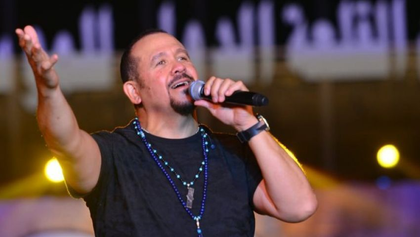 بالفيديو  «الفترة اللي فاتت» هشام عباس «عنده مشاكل متلتلة»
