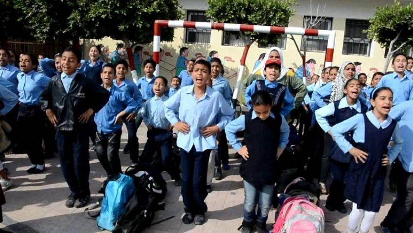 بالصور  انطلاق الترم الثاني بالمدارس.. و«التعليم» تواصل تسليم التابلت