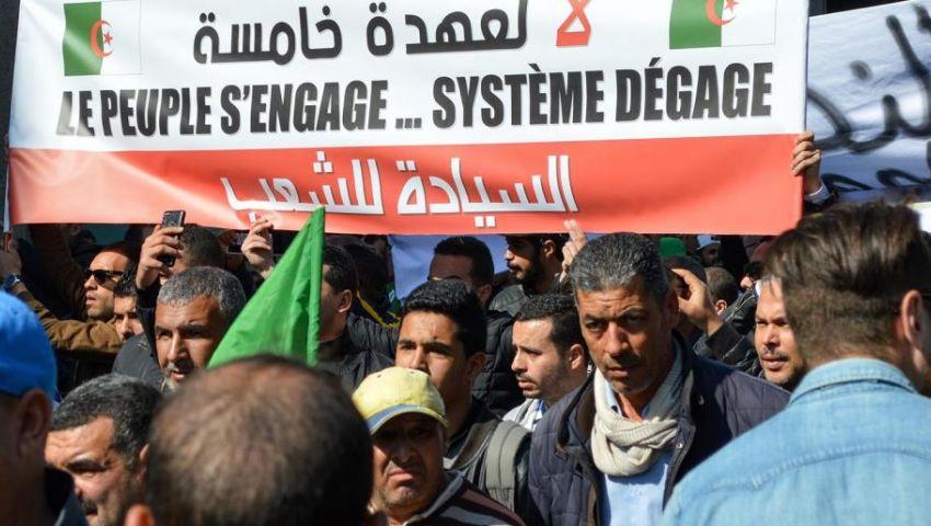 فيديو| مقاطعة ورسالة وولاية خامسة.. كل ما تريد معرفته عن احتجاجات الجزائر