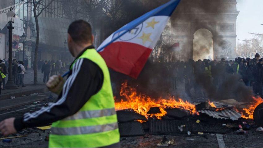 بعد غياب دام لأسابيع.. عودة احتجاجات السترات الصفراء مجددًا بأنحاء فرنسا