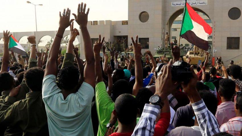 فيديو| اليوم الثالث بدون البشير.. هذه آخر المستجدات في السودان