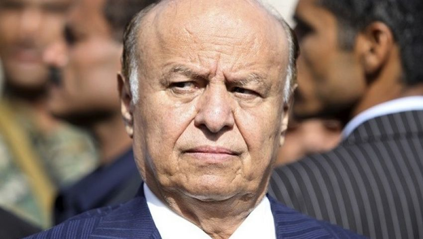 «الرئيس الحائر» يجتمع بحكومته.. هل تشهد عدن ترتيبات جديدة؟