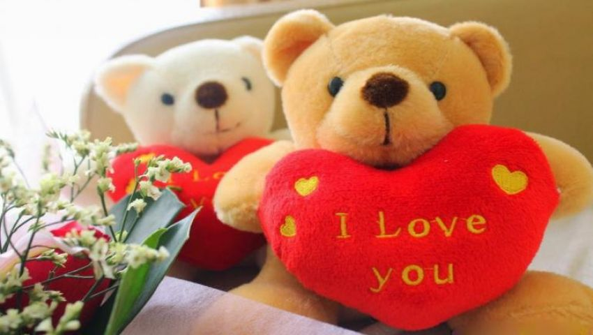 30% تراجعًا بمبيعات الجملة لهدايا عيد الحب.. و«الدباديب» تتصدر