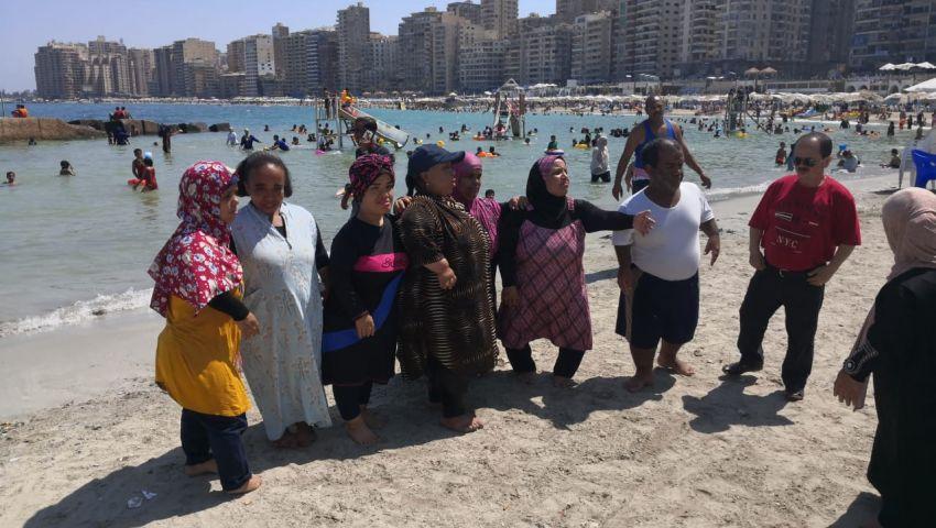 بينها التنمر والعنوسة.. مشكلات مزمنة يعاني منها الأقزام في مصر (صور)