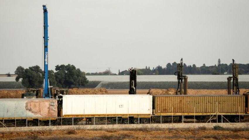 خوفًا من صواريخ المقاومة.. إسرائيل تبني جدارًا شمال غزة بمئة مليون شيكل