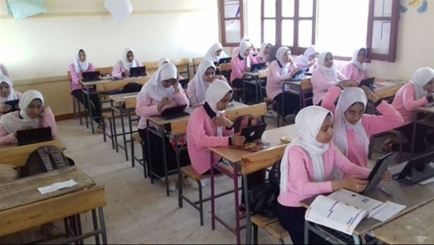 طلاب أولى ثانوي: امتحان الإنجليزي صعب وترجمة جوجل أنقذتنا