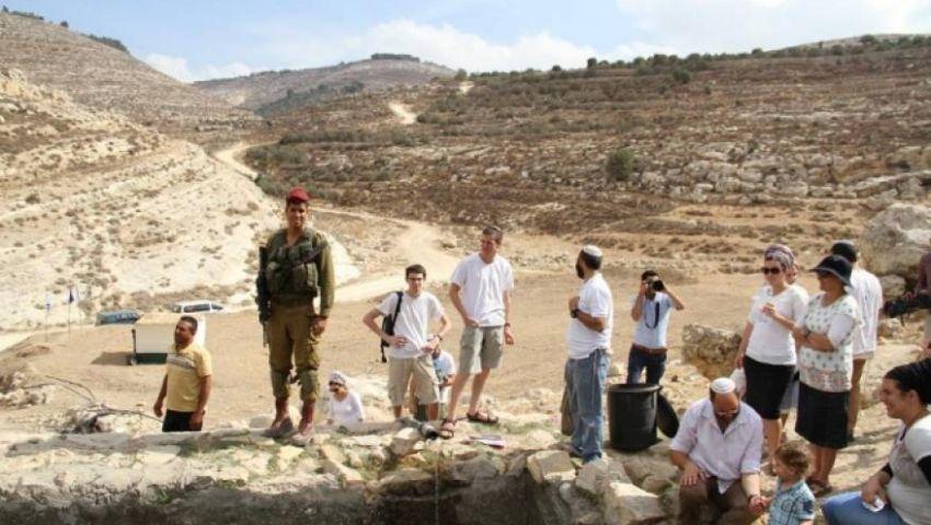 لهذا السبب.. الاحتلال يوصي بالسماح للمستوطنين بشراء أراضٍ في الضفة الغربية