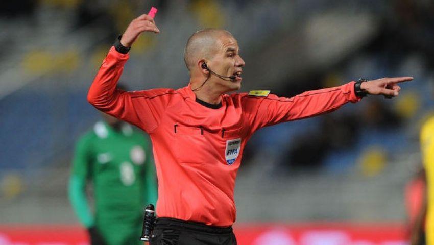 فيكتور جوميز أول حكم من جنوب إفريقيا يدير نهائي كأس الأمم