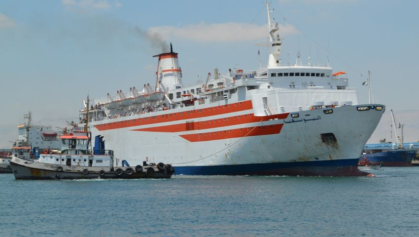 ميناء بورتوفيق.. وصول 577 طن سيارات ومعدات