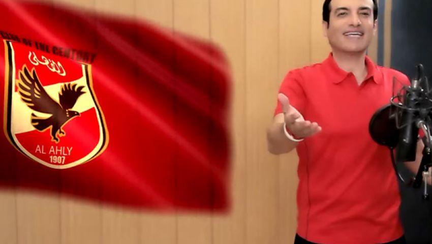 إيهاب توفيق يحتفل مع «رجال طائرة الأهلي»