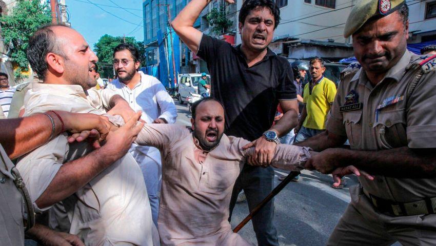 بعد تحذيره من مذبحة للمرضى في كشمير..  الهند تعتقل طبيبا مسلمًا