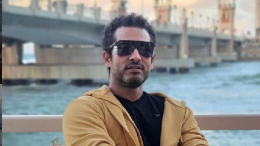 صور| عمرو سعد متفائل في عيد ميلاده.. وتعرف على هدية شقيقه