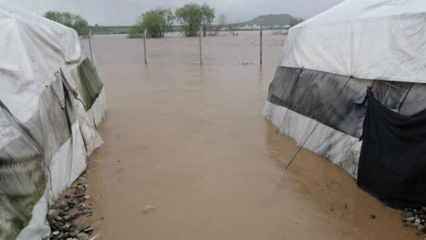 في مخيم «البل» بسوريا.. الأمطار تقسو على اللاجئين الفلسطينيين