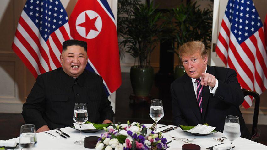 بمصافحة وعشاء وابتسامات.. ترامب يعقد قمته التاريخية الثانية مع «صديقه» كيم