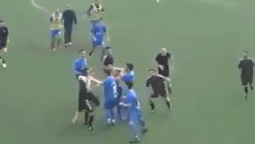 فيديو.. مشاجرة عنيفة في مباراة كرة قدم بسبب هدف