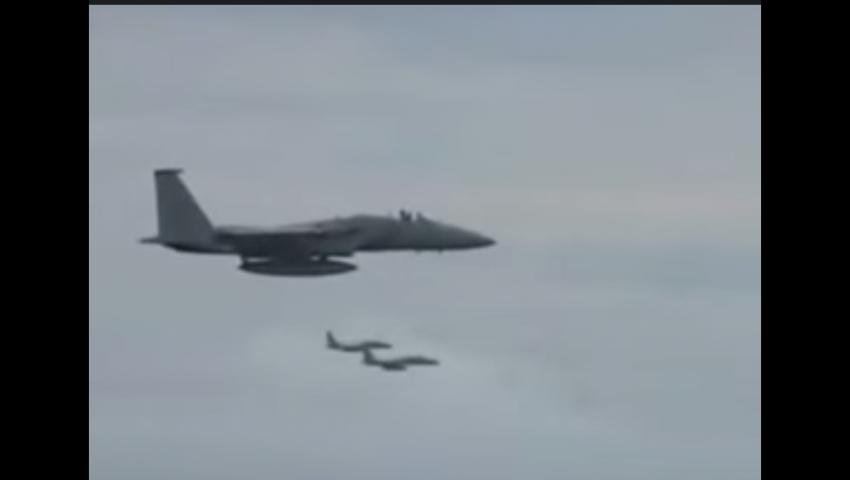 فيديو.. طيار سعودي يستعرض مهاراته القتالية في سماء اليمن