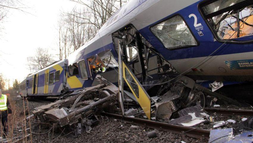 اصابة 77 في حادث تصادم قطارين بكوستاريكا