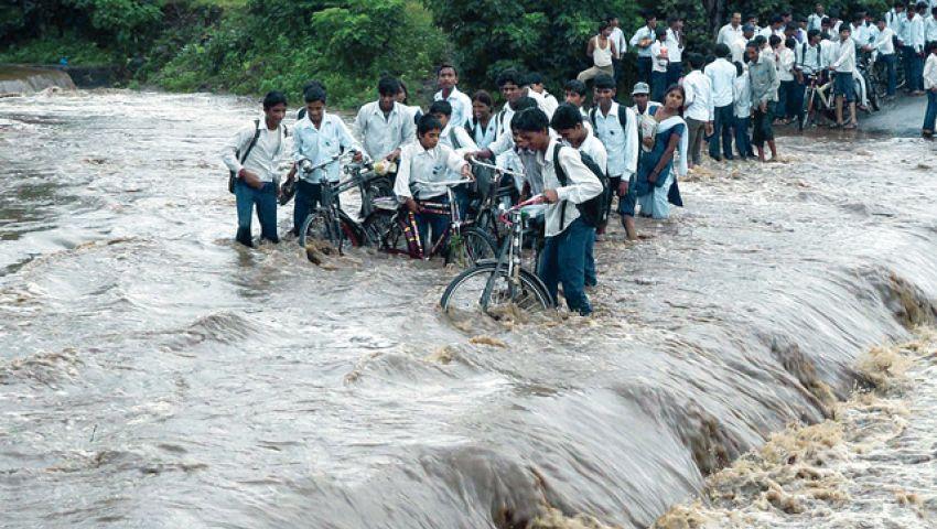 عشرات القتلى جراء السيول في الهند وباكستان