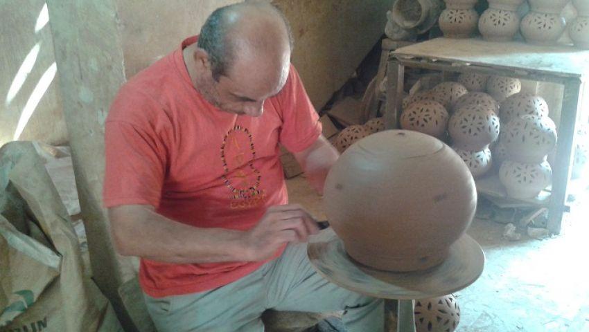 بالصور والفيديو.. صناعة الفخار.. إرث مهمل وفن يتداعى