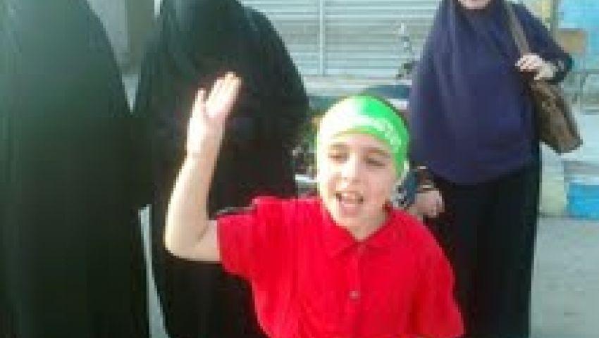 فيديو.. طفلة تشعل حماس مؤيدي الشرعية بالإسماعيلية