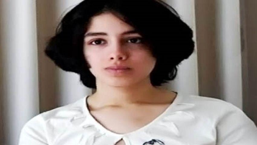 علياء المهدي تنشر صورها عارية وهي تجلس على علم داعش