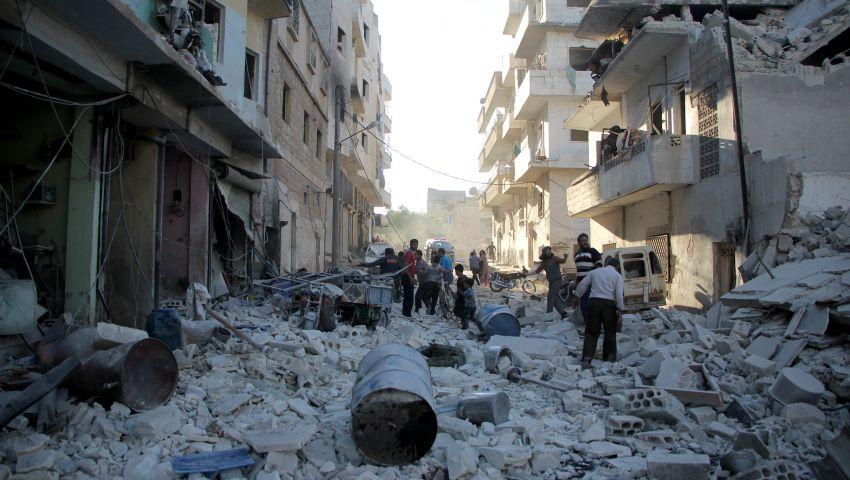 مقتل 30 شخصًا وإصابة العشرات في غارات جوية على حلب