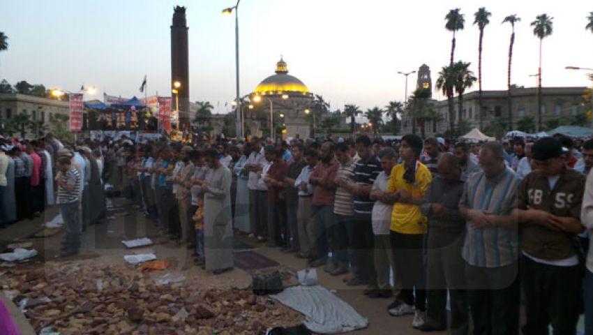 متظاهرو النهضة يجمعون صلاتي المغرب والعشاء