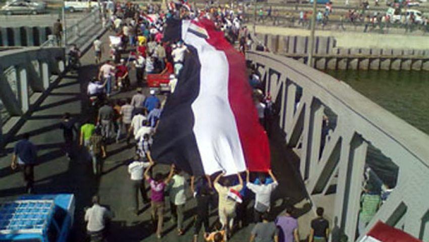 معارضون يبدأون العصيان.. ومؤيدون يتظاهرون لدعم مرسي
