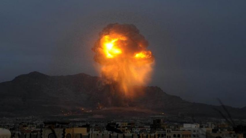 اليمن.. 21 قتيلا بمعارك وغارات جوية في عدن