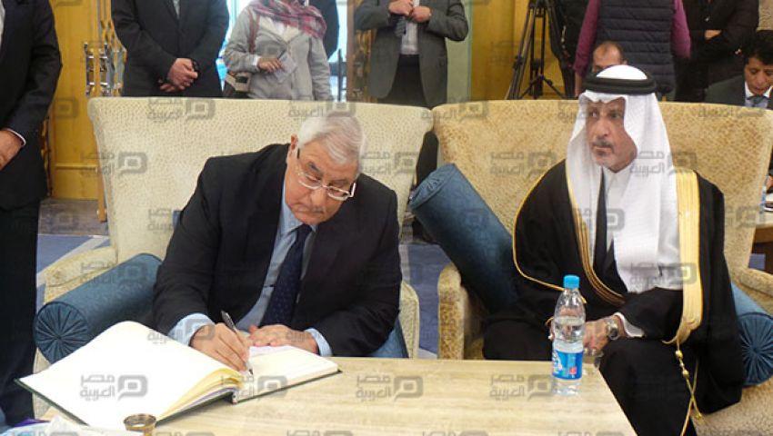 بالفيديو.. وفود رسمية وشعبية لتقديم واجب العزاء في الملك عبد الله