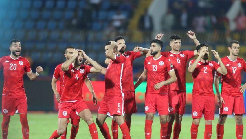 بالفيديو| رغم مرارة الخروج.. شتان الفارق بين جماهير مصر وتونس في لحظة الوداع