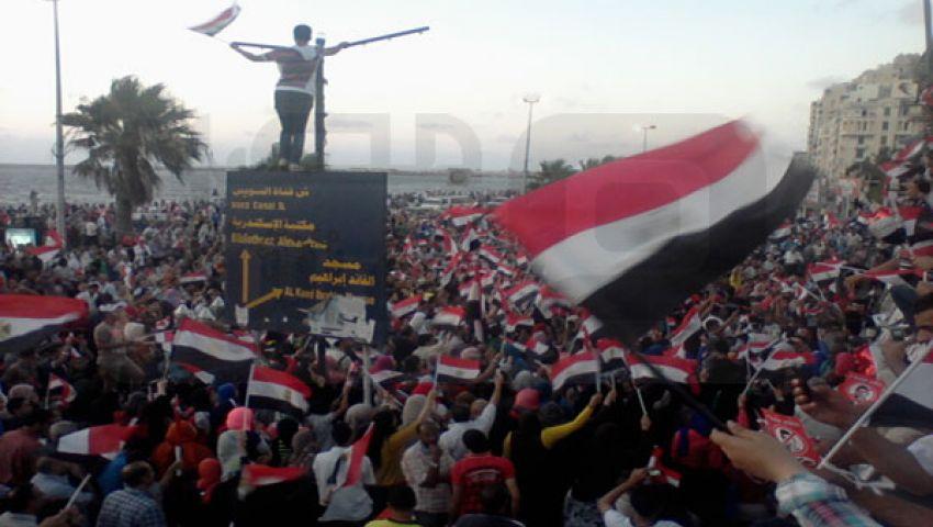 بيان الجيش يخلق أجواءً احتفالية في الإسكندرية
