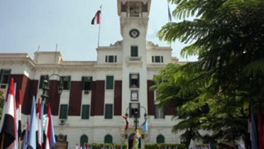 متظاهرون يغلقون ديوان محافظة القاهرة لإقالة أسامة كمال