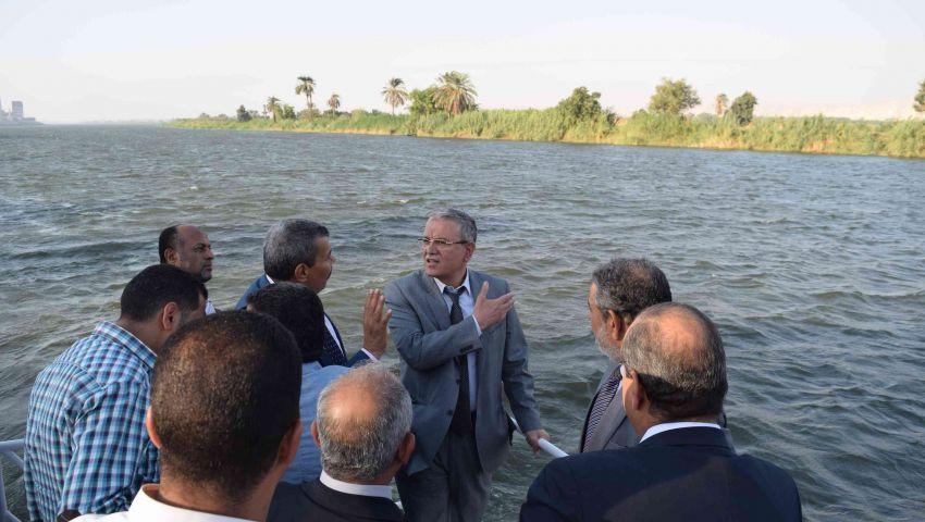 محافظ المنيا يبحث مشاكل الري مع وفد حماية النيل