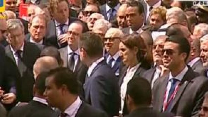 فيديو..رئيسا فرنسا وتونس يتظاهران ضد الإرهاب