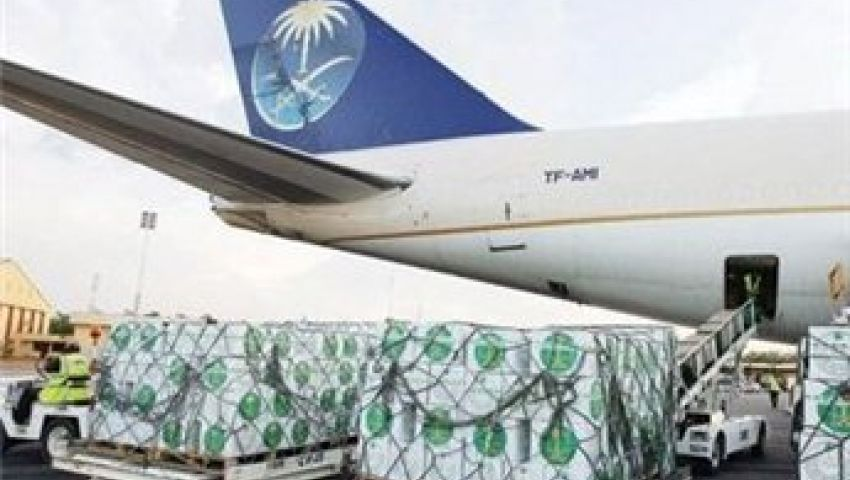 وصول المساعدات السعودية مطار شرق القاهرة