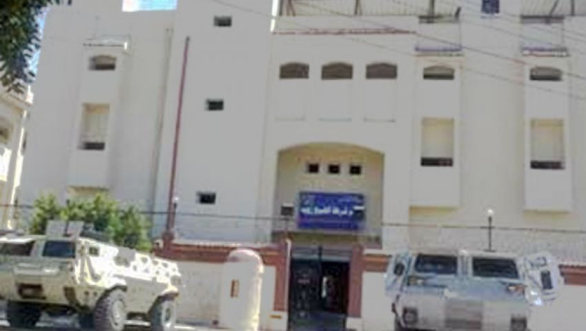 مصرع أمين شرطة وإصابة اثنين بشرطة الشيخ زويد