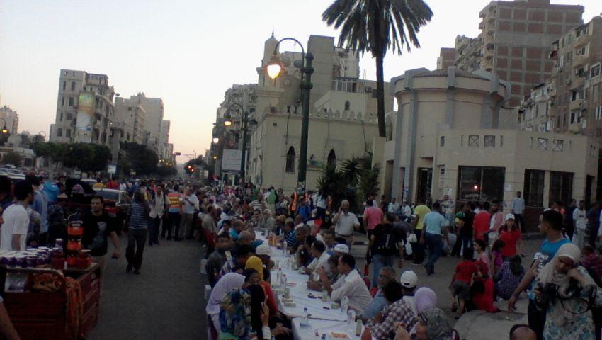 بالصور.. إفطار جماعي للإسكندرانية بسيدي جابر