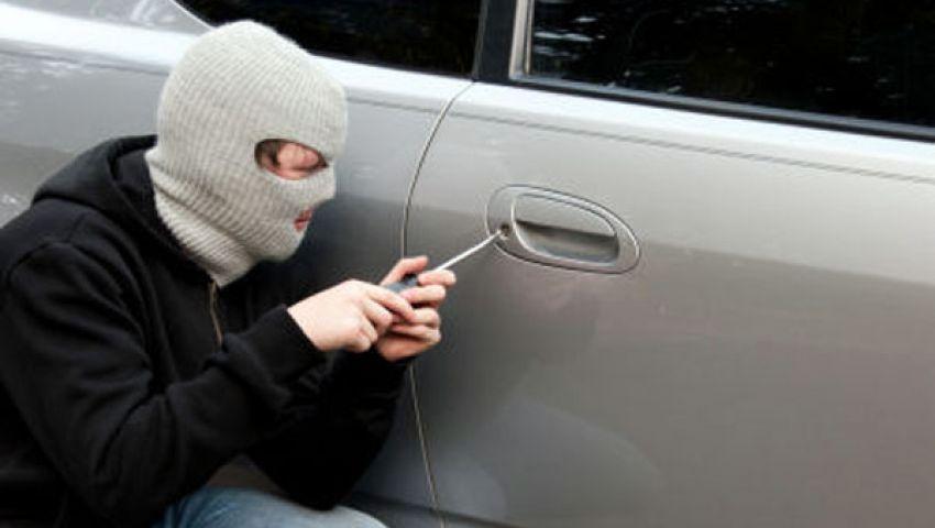 ضبط عاطل يسرق السيارات بمفتاح مصطنع
